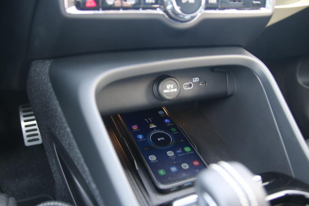 Ladeschale für Smartphones (qi) und USB-C-Anschlüsse