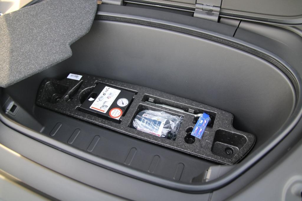 Pannenset im Frunk (Kofferraum/Stauraum vorne)