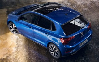 VW Polo R-Line (2022) in Reef Blue Metallic mit Panorama Glasschiebedach