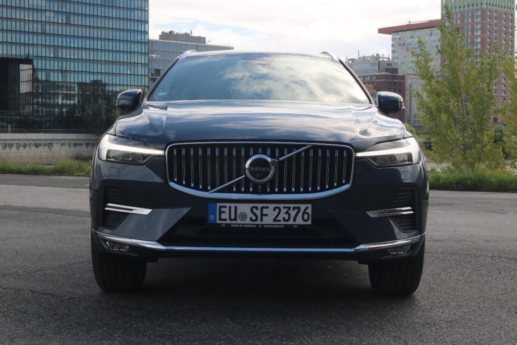 Neue Front und Kühlergrill im Modelljahr 2022 (Facelift)