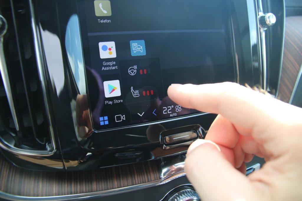 Sitzheizung und Lenkradheizung am Touchscreen