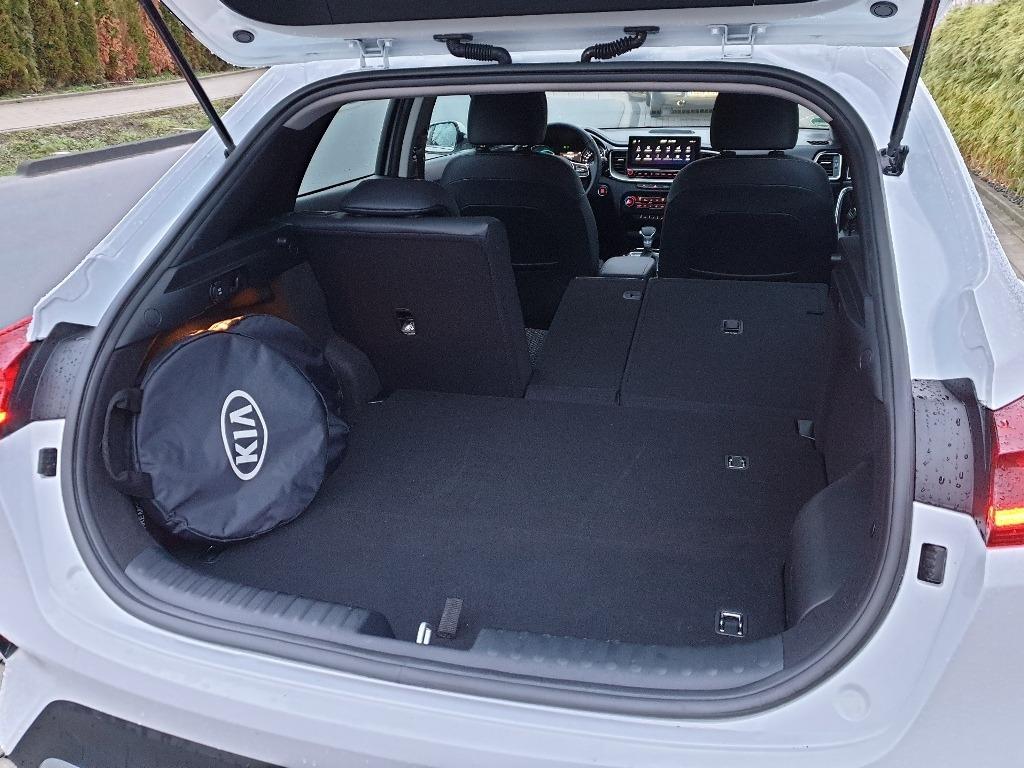 Laderaum mit umgeklappter Rücksitzbank, Tasche für Ladekabel für Plug-in Hybrid