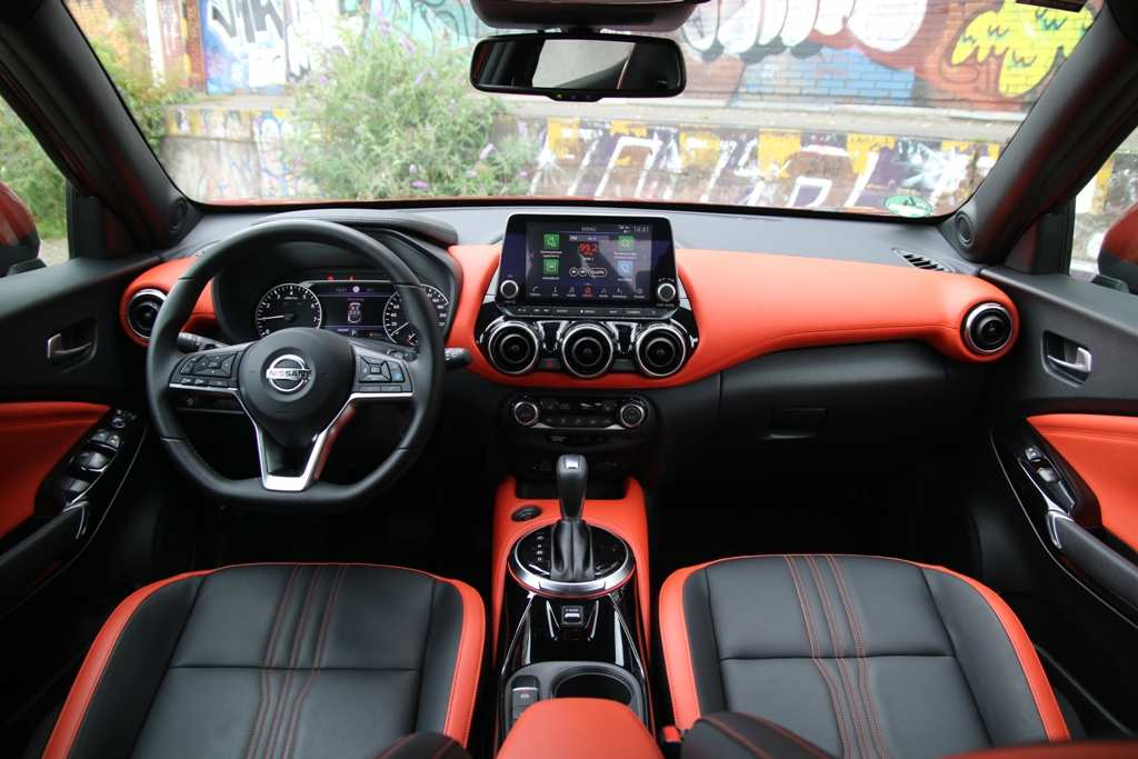 Nissan Juke N-Design Active orange, Armaturenbrett