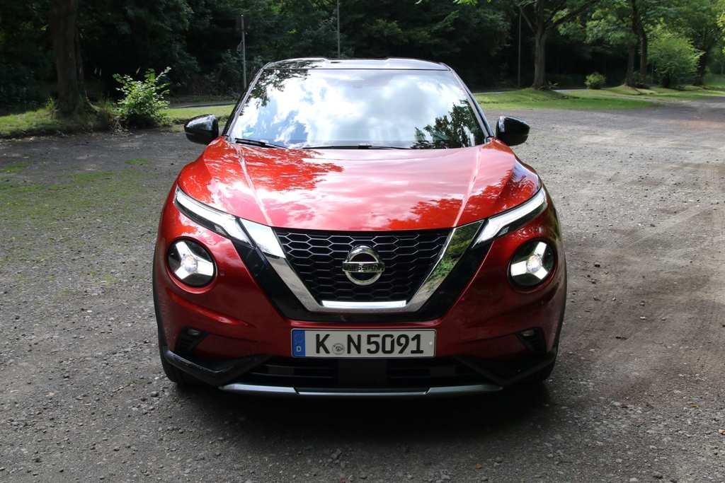 Nissan Juke Front, LED-Scheinwerfer, Kühlergrill
