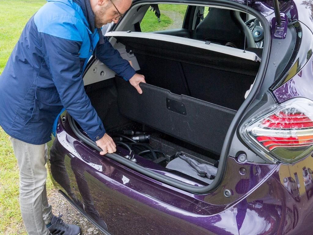 Doppelter Kofferraumboden für Ladeequipment