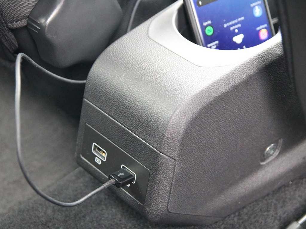 USB-Anschlüsse hinten, Rücksitzbank