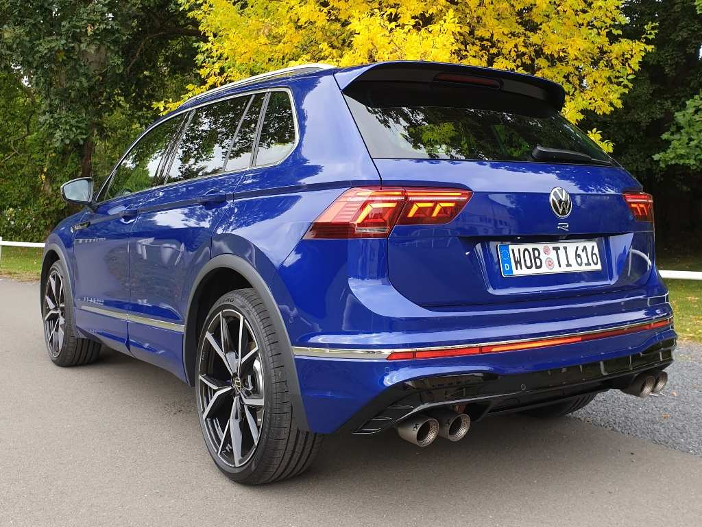 Neuer Tiguan R 320 PS in Lapiz Blue Metallic